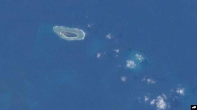 Ảnh đảo Ba Bình chụp từ Trạm không gian Quốc tế. Ba Bình là hòn đảo lớn nhất thuộc quần đảo Trường Sa