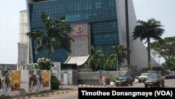 Le siège social de Total à Libreville au Gabon, le janvier 2017. (VOA/Timothee Donangmaye)