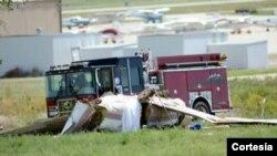 De acuerdo a la policía la aeronave, una avioneta Piper PA-46 trataba de aterrizar. [Foto: Cortesía, Boulder Daily Camera].
