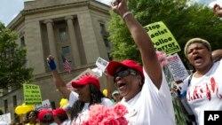 2015年5月9日民眾在華盛頓司法部外抗議警察暴力。