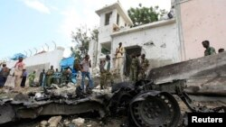 Security agents at scene of suicide bomb attack outside United Nations compound, Mogadishu, June 19, 2013.