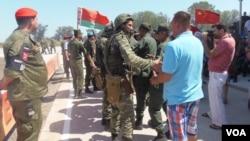 白俄羅斯和中國軍隊都出席了去年夏季在俄羅斯南部的軍事比賽活動。(美國之音白樺拍攝)