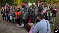 Des migrants en Hongrie (AP)