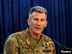 Jenderal Angkatan Darat AS John Nicholson, dalam sebuah konferensi pers di Kabul, Afghanistan, 14 April 2017. (Foto: dok).
