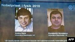 Khoa học gia Andre Geim (phải) và ông Konstantin Novoselov được tuyên dương nhờ cuộc nghiên cứu về tấm graphen trong suốt và dày chỉ bằng một nguyên tử