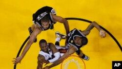 (AP Photo/Mike Ehrmann, Pool)
