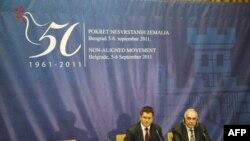 Ministar spoljnih poslova Srbije Vuk Jeremić i šef egipatske diplomatije Mohamed Kamel Amr na završnoj konferenciji za novinare posle dvodnevne ministarske konferencije Pokreta nesvrstanih koja se održavala u Beogradu, 6. septembar 2011.