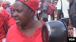 A protester 'beating' a pot in Chinhoyi in a peaceful demonstration staged by the MDC-T. (Photo: Arthur Chigoriwa)
