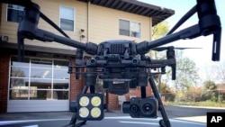 配备热成像摄像机的中国大疆无人机。(资料照片)
