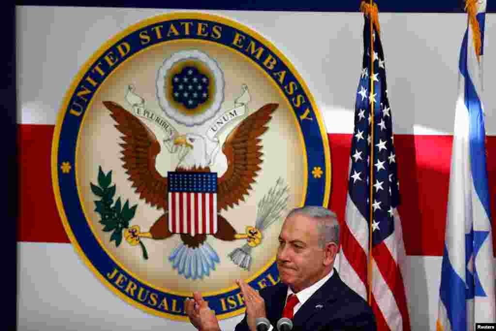 벤자민 네타냐후 이스라엘 총리가 예루살렘에서 열린 이스라엘 주재 미국대사관 개관식에 참석해 박수 치고 있다.