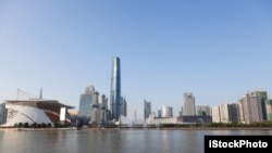 Quảng Châu đang thu hút sự chú ý của mọi người với khu vực dịch vụ tài chính, cửa ngỏ ra vào trực tiếp các thủy lộ thương mại, một nhà hát opera bắt mắt, và một tòa tháp cao 600 mét. (ảnh minh họa)