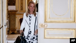 U.S. Ambassador Jane Hartley walks out of the office of French Foreign Affairs Minister Laurent Fabius after a meeting at Quai d'Orsay Foreign Affairs ministry in Paris, June 24, 2015.
