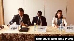 L'OIM, le ministre des Relations extérieures et l'Union européenne, trois administrations du programme de réintégration des ex-migrants camerounais, à Yaoundé, le 8 juillet 2019. (VOA/Emmanuel Jules Ntap)