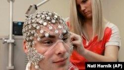 Пристрій з відслідковування активності головного мозку, університет Небраски