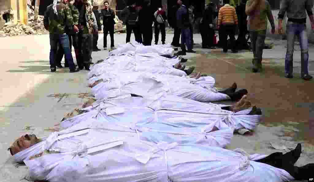 Halab yaqinidagi daryodan olib chiqilgan jasadlar. 10-mart, 2013-yil