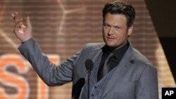 """El número corresponde al sencillo """"Drink On It"""", interpretado por Blake Shelton."""