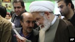 ایرانی حکومت نے مہدی کروبی کو اپنے بیٹے سے ملنے کی اجازت دے دی