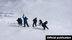Alpinistlərin axtarışı davam etdirilir