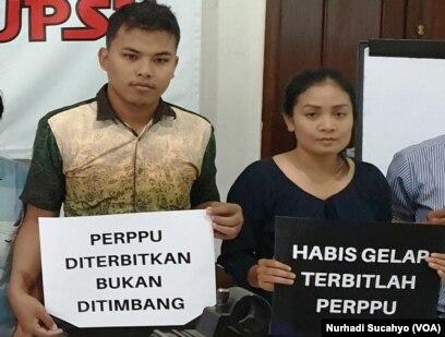 Ian Handayani dari ICM (kanan) dan Ahmad Haedar dari IDEA Yogyakarta.(Foto: VOA/Nurhadi Sucahyo)