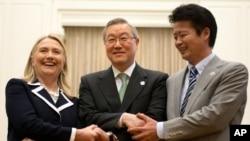 Hillary Clinton Avrupa ve Asya Seyahatinde