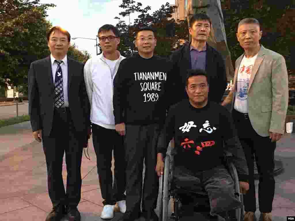 杨建利、方政、周峰锁等六四亲历者和幸存者的合影。