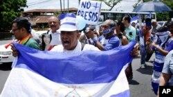 Manifestantes protestan en Managua, Nicaragua, el lunes, 30 de julio de 2018.