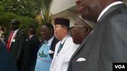 Babban sakataren Majalisar Dinkin Duniya cikin babbar riga a Abuja, Najeriya