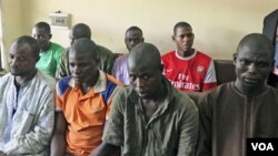 Para tersangka pemboman di Nigeria sedang menunggu peradilan di pengadilan ibukota Abuja.