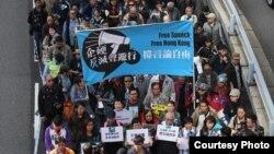 """香港記者協會發起""""企硬反滅聲,撐言論自由""""的遊行(香港記者協會臉書圖片)"""