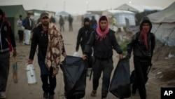 Migranti (AP Photo/Emilio Morenatti)