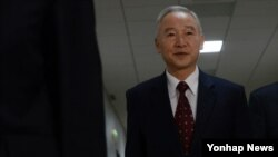 남재준 한국 국정원장 후보자가 20일 국회에서 속개된 인사청문회장로 향하고 있다.