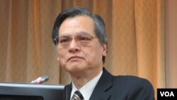 台湾陆委会主委陈明通2019年3月27日在立法院内政委员会接受质询。(美国之音张永泰拍摄 )