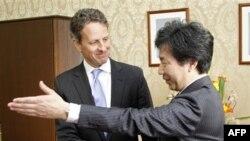 Bộ trưởng Tài chính Hoa Kỳ Timothy Geithner và Bộ trưởng Tài chính Nhật Bản Jun Azumi tại Tokyo, ngày 12/1/2012