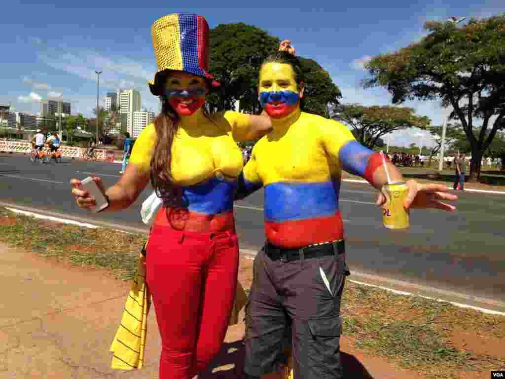 Fãs colombianos divertem-se em Brasília, no Mundial de Futebol que se realiza entre 12 de Junho e 13 de Julho, Brasil 2014.