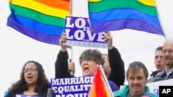 El anuncio del Departamento de Justicia protege a las parejas del mismo sexo legalmente casadas aunque el estado donde residan no reconozca estas uniones.