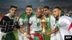 Basani ya Algérie bazali kosepela na nkeni ya bilombe ya Afrika nsima na elonga 1-0 na finale liboso ya Sénégal, na Caire, Egypte, 19 juillet 2019.