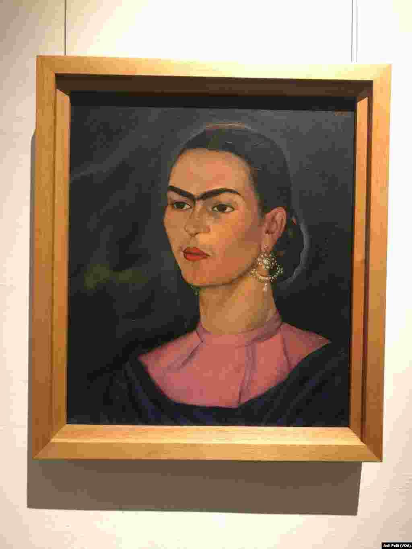 Frida Kahlo ülkesi Meksika'yı dünyaya tanıtan sanatçılardan birisi. Müze haline getirilen evinde yeni açılan bir sergi, onun hastanelerde ve daha sonra geçirdiği ameliyatların ardından giymek zorunda kaldığı kıyafetlerini ilk kez hayranları ile paylaşıyor