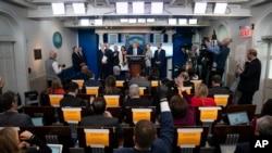 特朗普總統和冠狀病毒工作小組在白宮舉行記者會。(美聯社2020年3月16日攝)