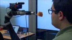 Rumitnya Pengembangan Teknologi Robot Penyuap Makanan