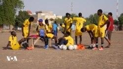 Atteint par la poliomyélite, il devient entraîneur de foot