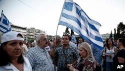Người dân biểu tình phản đối thắt lưng buộc bụng trước quốc hội ở Athens, Hy Lạp, 17/6/2015.