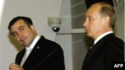 Михаил Саакашвили и Владимир Путин. (Фото 2006 г.)