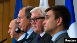 Глава внешнеполитического ведомства Украины Павел Климкин (справа)