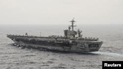 美国航空母舰罗斯福号穿越南中国海(2015年10月29日)