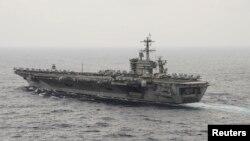 Kapal induk AS USS Theodore Roosevelt (CVN 71) melakukan pelayaran di Laut China Selatan (foto: dok).