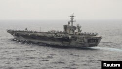 "Kapal induk AS USS Theodore Roosevelt melakukan patroli di Laut China selatan, 29 Oktober 2015 (foto: dok). AS dan Filipina mencapai kesepakatan pertahanan ""EDCA""."