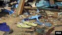 Sisa-sisa kehancuran terlihat di lokasi ledakan bom di sebuah bar di kota timur laut Nigeria, Maiduguri. Ledakan yang merupakan serangan terbaru oleh kelompok radikal Boko Haram ini menewaskan sedikitnya lima orang dan melukai 10 lainnya.
