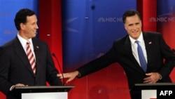 Митт Ромни (справа) и Рик Санторум на теледебатах во Флориде. 23 января 2012г.