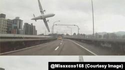 L'avion de TransAsia juste avant sa chute dans la rivière le matin du 4 février 2015.