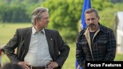 استیو کرِل و کریس کوپر در فیلم مقاومتناپذیر از جان استیوارت